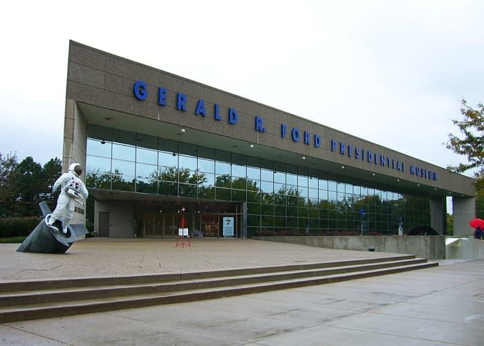 Grand-Rapids Place